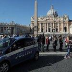 Gli 007: Italia simbolo, cresce il rischio attacchi da parte di #ISIS http://t.co/rnMwe7KZuA http://t.co/Kk4CjKlFAg