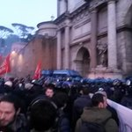 #27f forte pressione popolare a piazzale Flaminio #MaiConSalvini #28f http://t.co/VLZ2loUAwc