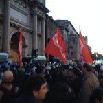#27f loro militarizzano piazza del popolo, noi blocchiamo la città. #MaiConSalvini #MaiconRenzi #respingiamoli http://t.co/pD24i5sKp8