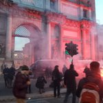Carica su piazzale flaminio #MaiConSalvini un paio di fermi e qualche contuso corteo attestato su via Flaminia http://t.co/E40Ajc1tz3