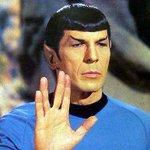 Adios spock, te quedaba bien ese traje dorado... o blanco... no se... http://t.co/2vfBsyN2FR
