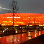 No doubts surrounding the colour of the #AllianzArena. It looks resplendent in red. #TheDress. 2 hours until #FCBKOE! http://t.co/tFvSkOt9c0