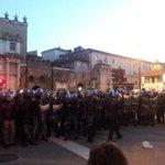 Corteo su Via Flaminia dopo le cariche nei pressi di Piazza del Popolo #MaiConSalvini http://t.co/s48tOk4PKq