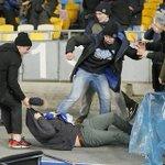 #Video Violentos incidentes entre aficionados de #EuropaLeague llegan a la UEFA http://t.co/xqlW8of2qd http://t.co/CiApp7jVC9