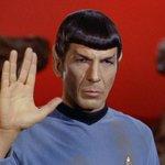 Hey @AstroSamantha se da qualche parte, lassù, dovessi incrociare mr #Spock, salutalo per tutti noi. Thanks http://t.co/OM5fbzjTR0