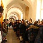 Коридор позора для преподавательницы львовского университета, поддержавшей Донбасс. Ничего не напоминает? http://t.co/acLINALerF
