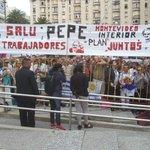"""""""Pepe, amigo, el pueblo está contigo"""" Un pueblo en la Plaza Independencia saluda a Mujica #GraciasPepe http://t.co/eTGVhZo44S"""
