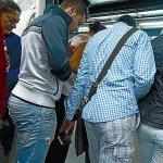 Coloque su bolso o cartera frente a usted, cada vez que suba o baje de un taxi o bus #Precaución @MiDiarioPanama http://t.co/iHS6fKfKxY