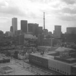 A look at our skyline in 1974. Check out the CN Tower under construction. #FlashbackFriday #Toronto #TOpoli http://t.co/08WVIkqSJ6