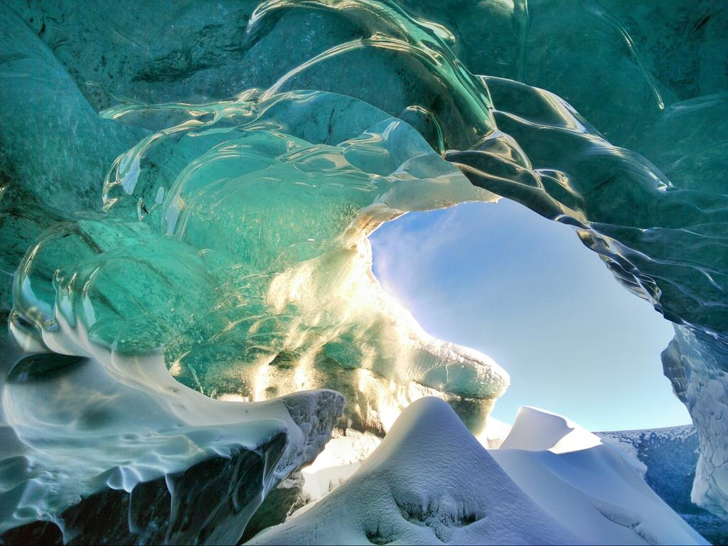 Hard not to love the beauty found in Iceland's ice caves #mobilephotography #Oppon3 http://t.co/bkqk5Elo8v