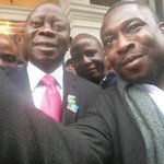 This is how deceptive APC r, d comrade governor wears khaki in Nigeria but in London suits. Na wao! #WeTriumphStill http://t.co/BakuukMxQt