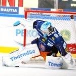 #Tappara-maalivahti Juha Metsola torjui perjantaina kauden 8. nollapelinsä. Nollapeli vaati 35 torjuntaa. #Liiga http://t.co/3D8hr7VgaA