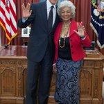 Star Treks Mr. Spock Leonard Nimoy dies at 83. So Obama tweets a happy smiling photo of.....Obama. http://t.co/yRShCLpd56 #Me
