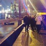 Il corpo di Boris Nemtsov sotto agli occhi del Cremlino, Via @xenia_sobchak http://t.co/Dg7rTqniWg