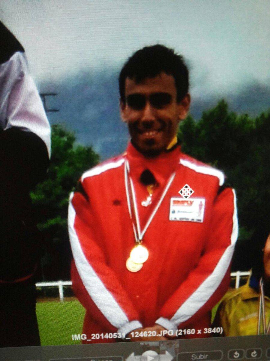 Perdido este chico en Basauri. 1,75 muy moreno, con ropa deportiva y mochila azul Tf. Padres 692165601 Please RT http://t.co/GhaPxCXSZ7