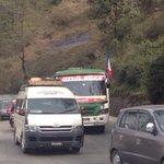 आमसभाका लागि झन्डासहितका गाडीहरु धमाधम नागढुंगाबाट काठमाडौं प्रवेश गर्दैछन् http://t.co/T9lMvvCgC1