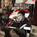 Cant even go to the electronic store without seeing this guy...  @AustinMahone http://t.co/iHmHzpQIIr