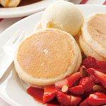 [明日発売] キハチ カフェの期間限定「リコッタチーズのパンケーキ」 - 苺&バナナを贅沢に使用 - http://t.co/HxLEL9PFy1 http://t.co/tP7e2ggyAF