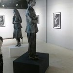 Live statues are being featured right now at @Rjamesfinearts in #Kirkland! Go see & get wine next door @NWCellars! http://t.co/1YCNI4s5S7