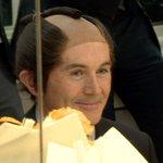 NHKのメイク室で侍のカツラをかぶったヒッチンズ駐日英国大使にウィリアム王子、その写真は「英外務省サイトに直行だね」と RT @BBCPeterHunt:  http://t.co/tBmTkMw0ed