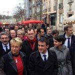 #Rennes Manuel #Valls en campagne sur le marché des Lices avec @najatvb et @nathalieappere #departementales2015 http://t.co/6VxiTJKGY7