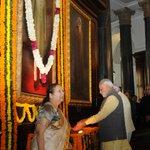 PM Shri @narendramodi pays floral tribute to former Prime Minister, Shri Morarji Desai, on his Birth Anniversary. http://t.co/9Vwu7hOK5R