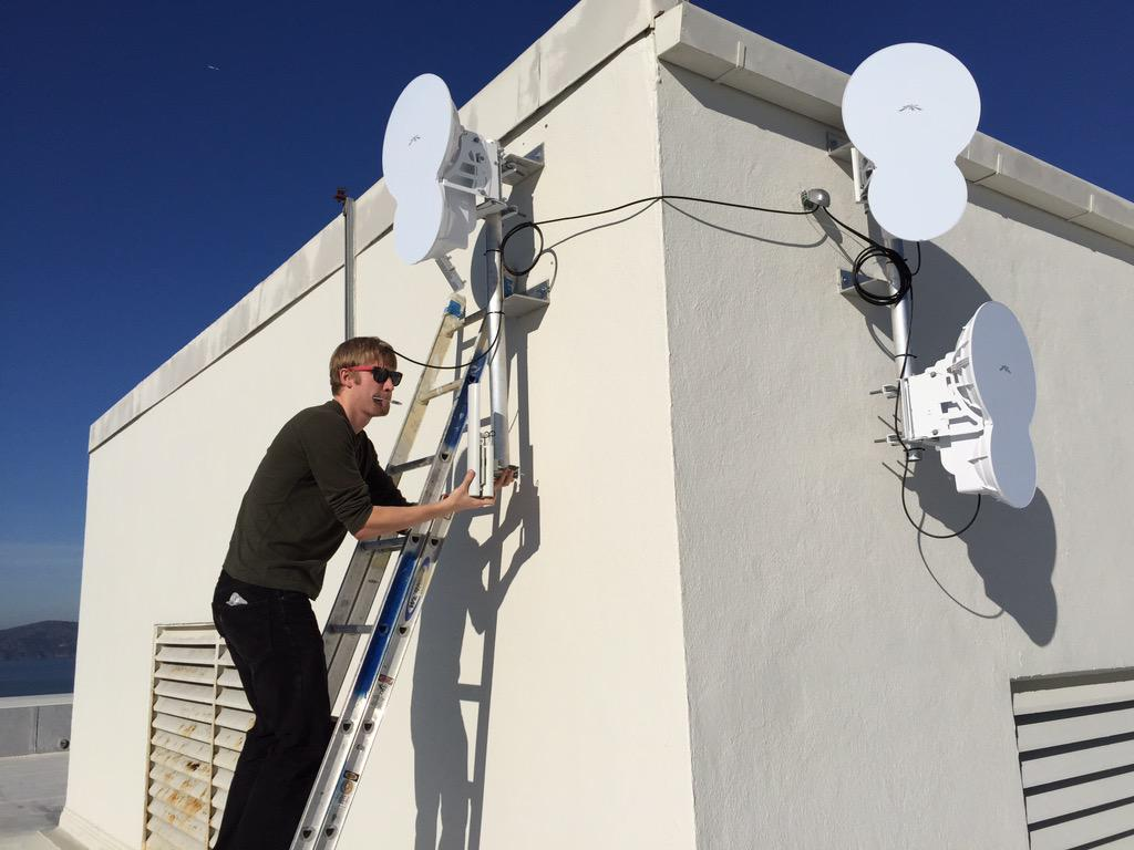MonkeyBrains ISP (@monkeybrainsnet): Bonkers!  3x @ubnt AirFibers on a roof.  Pro tip: have them all use the same TX Freq to avoid interference. http://t.co/MER5gYfpkY
