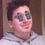 De que color veis mis ojos? (Lo que se encuentra uno por internet xd) http://t.co/WZLQQ5W2gd