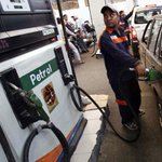 Budget 2015 fallout: Petrol and diesel rates hiked by Rs 3 a litre each #Modinomics http://t.co/x1kbXo5dIB http://t.co/hzLA6hUFFe