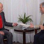 Don Juan Carlos le entregó una carta a Vázquez con los saludos de su hijo, el rey Felipe. http://t.co/FdTDRGiY1Y http://t.co/H98zIBZQrE
