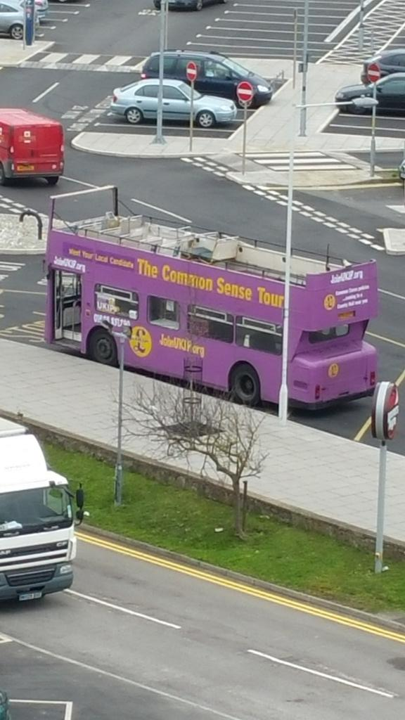 Massive support for UKIP here in Margate. Nobody has got on the purple bus at the station. Has left empty. http://t.co/GUUUQ6U0D3