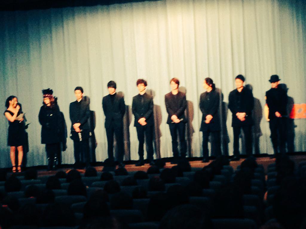 本日、ワタクシ鈴木羊が何曲か楽曲を提供させていただきました映画、「お江戸のキャンディー」がめでたく公開されました♂ 舞台挨拶からみんな黒でカッコE‼︎ イイ映画というのはもう一度観たいと思わせる映画だと思います。コレがそう。ゼヒ♂ http://t.co/BOqlkWHygl