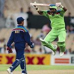 Pakistan reactions after watching Indian bowlers destroying UAE Haat BC ye haarte hi nahi kisise. #INDvsUAE #CWC15 http://t.co/SK7BbU3nHJ