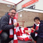 Handing out free scarves at @CTFCofficial - but theyre running out fast! Come OOONNNN you Robins!!!! #ctfc http://t.co/KZvdAsfX3o