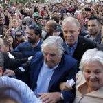 En Uruguay, aclaman a Mujica presidente saliente, en España estamos esperando a q haya elecciones para echar a Rajoy. http://t.co/RXR114Zvbc
