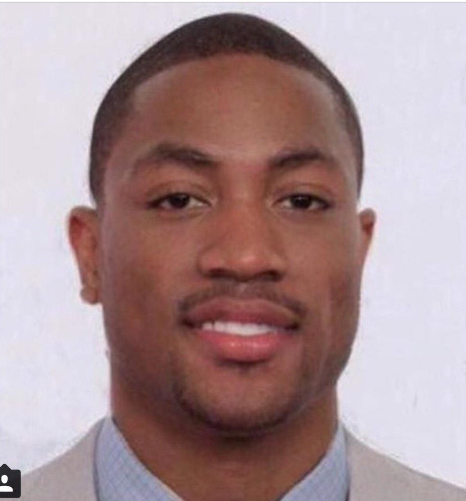 First the dress , now answer this. D rose or D wade #whichdeeisit#droseordwade http://t.co/Ly2qBuJugc