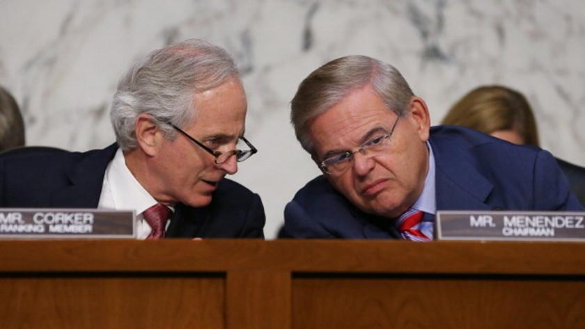 .@joshrogin scoop: Bipartisan senators introduce new bill constraining Obama on Iran deal. http://t.co/zLUFmMIOKC http://t.co/ZRinEFR0Ey