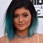 Vous vous rappelez quand Kylie Jenner avait mis ses cheveux en blanc et or ? cétait pas super beau ???? http://t.co/0XQyYKx7Vc