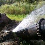 """Buenos dias fuga de agua en tubería de 30"""" en arco iris en Colón paraliza el bombeo a varias comunidades http://t.co/vo8Iz4C3Xe"""