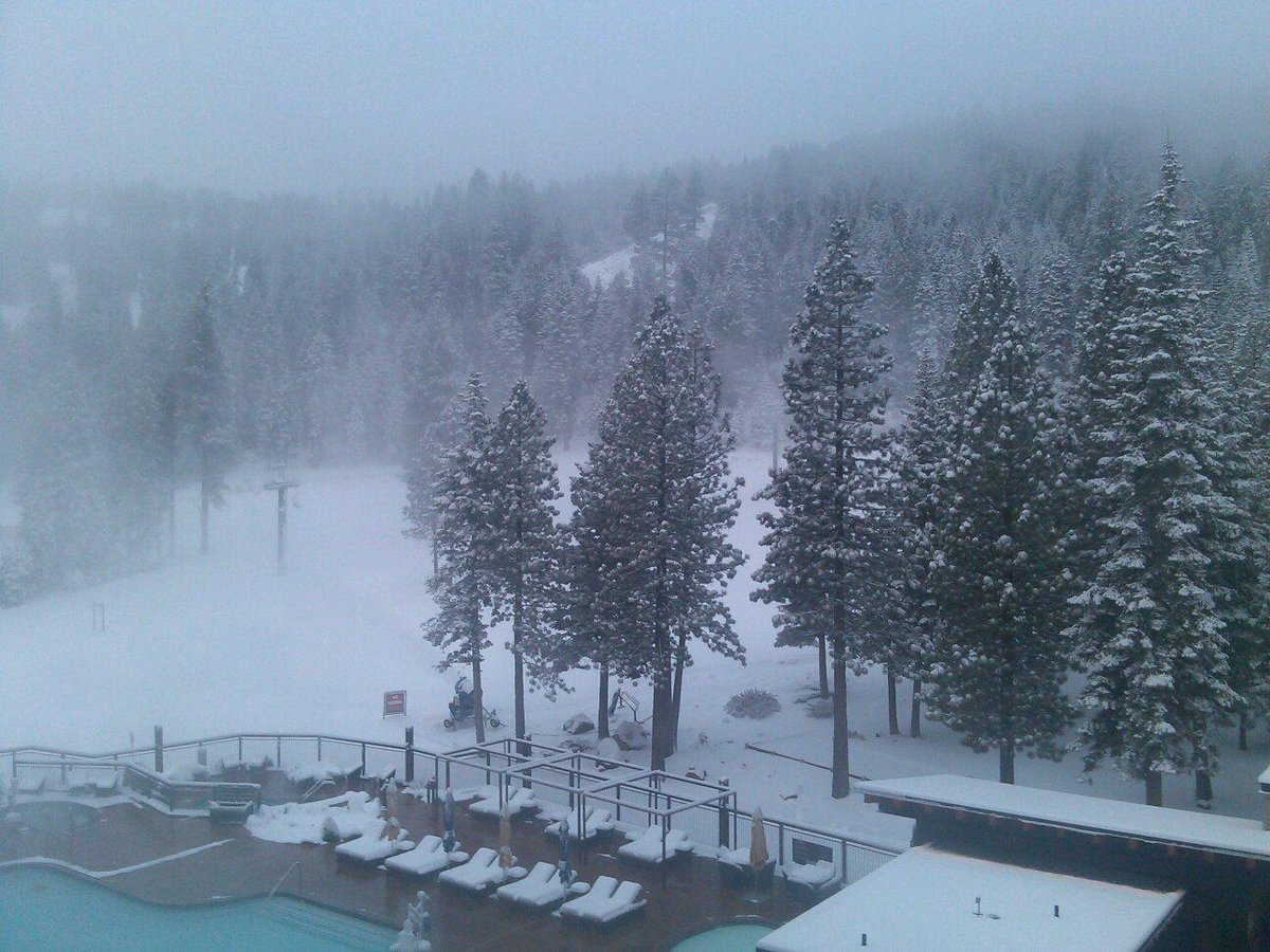 Ready for lifts to start spinning this am. :) View of fresh snow @SkiNorthstar from @RitzCarlton -Lake Tahoe #ski. http://t.co/cdX2qqvIqI