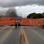 Manifestação de apoio aos caminhoneiros interdita BR-116 em #FazendaRioGrande Bloqueio é total http://t.co/fSoXBdzYok http://t.co/eIN4Cuk4If