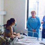 Bachelet visita a adolescente que solicitó eutanasia http://t.co/3qN46gIKQl http://t.co/IeEIZTKQMv