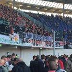 Stuttgart in der Pause mit Banner und KMW Rufen. #H96VfB http://t.co/3RSmIdvxWT