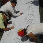 #28F Siguen acercándose ciudadanos a la calle Elice en Chacao, para suscribir el Acuerdo Nacional para la Transición http://t.co/dWwRyxw1YG