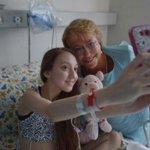 [Fotos] La visita de la Presidenta Bachelet a la niña que reabrió debate por la eutanasia http://t.co/uwUzjkhehh http://t.co/gcPnJt42Jj