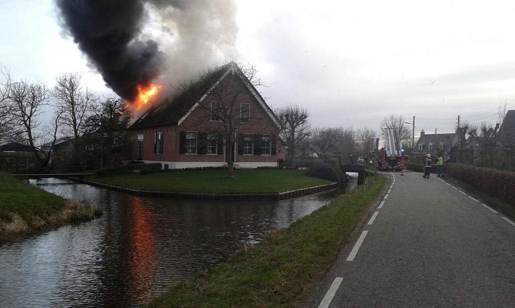 #Bovenberg #Bergambacht: Een tweede foto ter plaatse. #grotebrand http://t.co/Vh9tDkR7gU