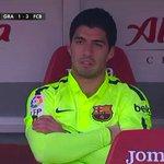 Suárez molesto por su cambio y con razón. Debió haber salido Neymar y no él. http://t.co/xD4n9Wjno3