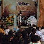 Hna. Elizabeth Soto, Directora del Min. Mujer #MPN presenta el mensaje en la IASD Sta. Victoria. #10DiasdeOracion http://t.co/jOnozZ58Sn