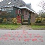 Huizen en autos van politici beklad. Wilders PVV: http://t.co/2b9eQBKXVc http://t.co/6naVpM0r7z @BLIKOPENER333