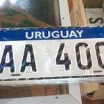 Antes de irse, Mujica presenta las nuevas matrículas del Mercosur. Y se lleva una de regalo. http://t.co/8EibLeAWi6 http://t.co/aiZmScbtOJ